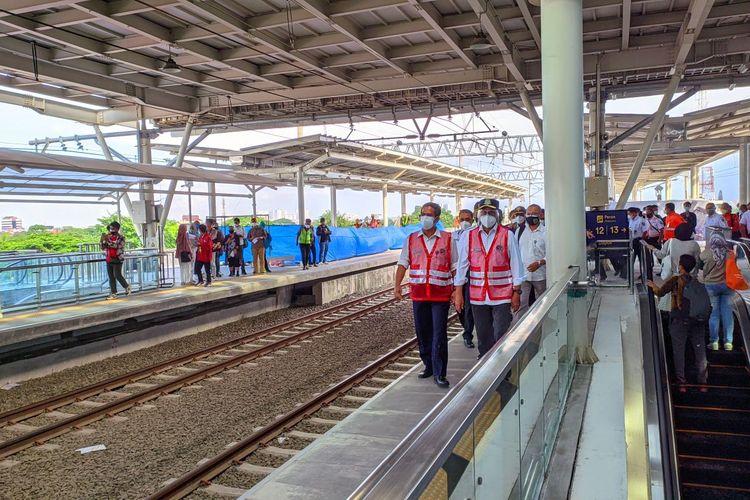 Menteri Perhubungan Budi Karya Sumadi meninjau bangunan baru Stasiun Manggarai, Minggu (26/9/2021).