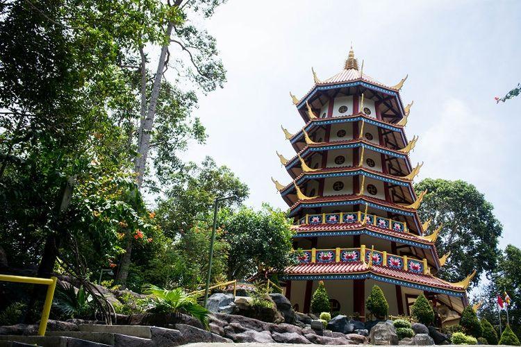 Pagoda Nusantara, Kabupaten Bangka, Minggu (8/3/2020).