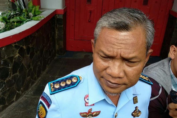 Kalapas Sukamiskin Tejo Herwanto tengah menjelaskan program yang akan dilakukan kedepan terhadap Lapas Sukamiskin Bandung. Tejo baru saja menggantikan Plt Kalapas Sukamiskin sebelumnya yakni Kusnali.