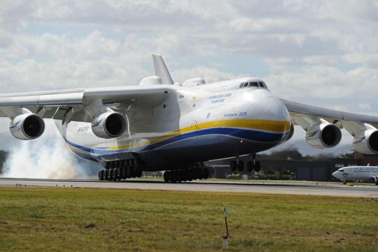 An-225 pernah membuat kagum dunia dengan ukurannya. Lebar rentang sayapnya saja bisa mencapai 81 meter.