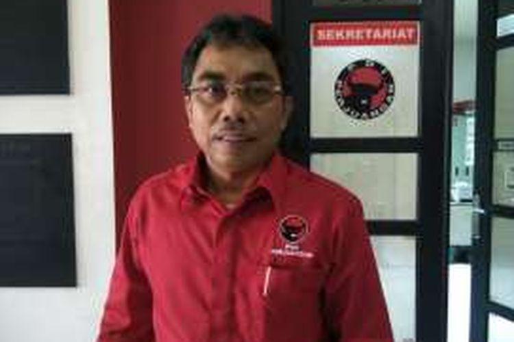 Wakil Ketua DPD PDI Perjuangan DKI bidang Pemenangan Pemilu Gembong Warsono, di DPD PDIP, Tebet, Jakarta Selata . Senin (25/4/2016)