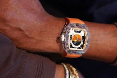 Pharrell Williams Pamer Arloji Richard Mille Berbahan Kristal Safir