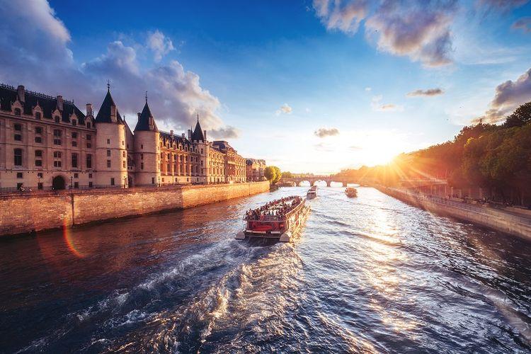 Seine River di Perancis.