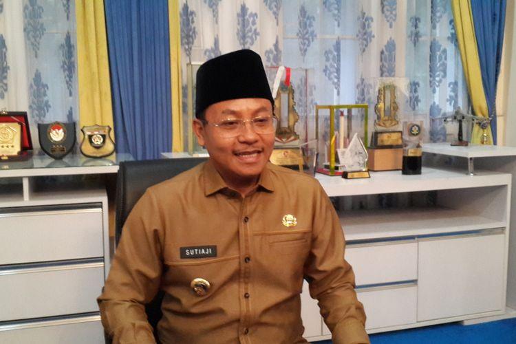 Wali Kota Malang, Sutiaji usai rapat koordinasi pencegahan penyebaran virus corona di Balai Kota Malang, Senin (16/3/2020).
