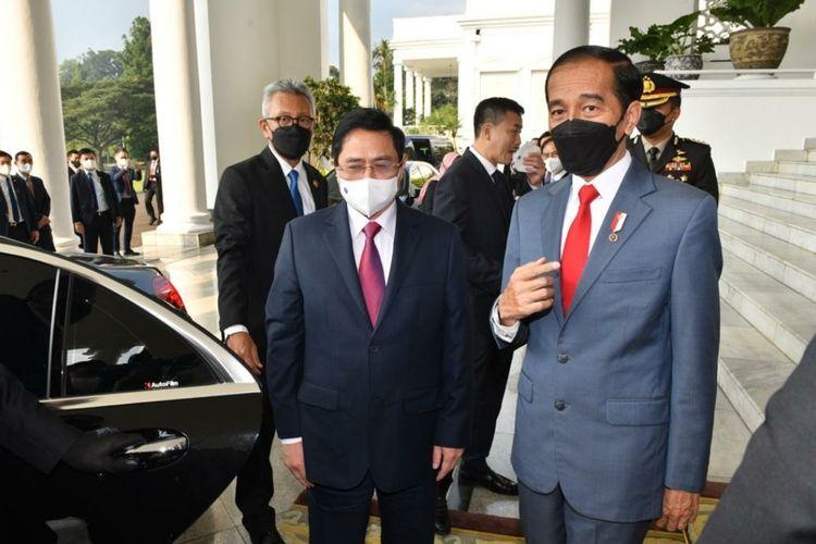Presiden Joko Widodo bersama Perdana Menteri (PM) Vietnam Ph?m Minh Chính di Istana Kepresidenan Bogor, Jawa Barat, Jumat (23/4/2021). Kedua pemimpin ini menggelar pertemuan bilateral Indonesia-Vietnam pada kunjungan kerja KTT ASEAN -2.