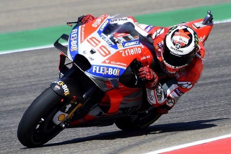 Jorge Lorenzo memacu Ducati-nya pada sesi latihan bebas keempat GP Aragon, 22 September 2018.