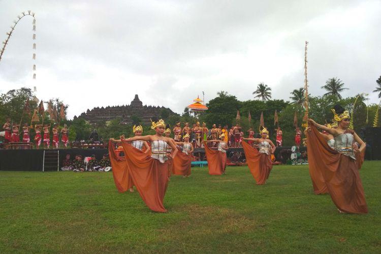 Kesenian tradisional hibur wisatawan candi Borobudur, Jumat (21/12/2018).