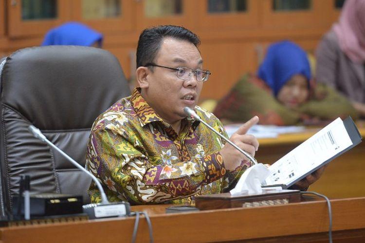 Anggota Komisi IX DPR RI Saleh Partaonan Daulay mengkritisi kebijakan Pemerintah Indonesia yang menerima masuk tenaga kerja asing (TKA) asal China di tengah Pandemi Covid-19.