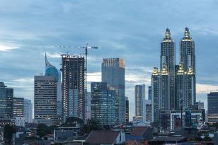 Tak seperti Singapura dan Hongkong yang mengalami kejatuhan parah dan masih belum pulih hingga saat ini, Indonesia justru mampu bertahan dari krisis finansial global 2008.