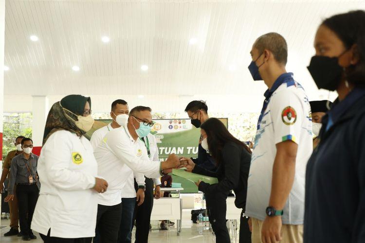 Bupati Bogor Ade Yasin resmi melepas atlet, pelatih, dan tim ofisial yang menjadi kontingen Provinsi Jawa Barat, untuk berjuang pada perhelatan Pekan Olahraga Nasional (PON) XX Papua 2021.