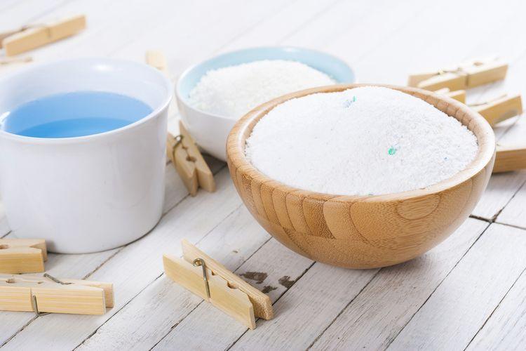 Ilustrasi deterjen bubuk dan cair