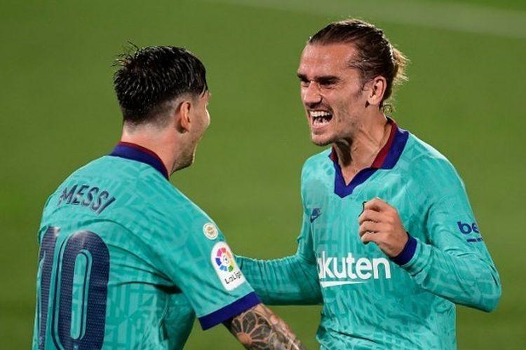 Dua penyerang Barcelona, Lionel Messi danAntoine Griezmann, merayakan gol ke gawang Villarreal pada lanjutan pekan ke-34 Liga Spanyol yang digelar di Stadion De La Ceramica, Senin (6/7/2020) dini hari.