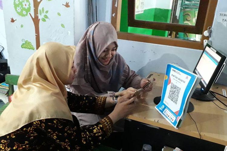 Madrasah Miftahul Akhlaqiyah, sekolah pertama di Indonesia yang menerapkan transaksi pembayaran non tunai melalui QRIS, Semarang, Sabtu (11/1/2020).