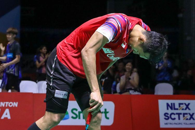 Tunggal putra Indonesia, Jonatan Christie, menundukkan kepada setelah kalah dari Cheam June Wei (Malaysia) pada partai final Kejuaraan Beregu Asia 2020.
