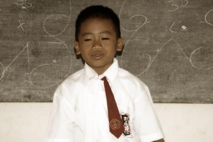 Melihat gawatnya situasi Learning Poverty ini, maka Bank Dunia menetapkan upaya untuk mencapai penurunan menjadi setengahnya, yakni dari angka 53 persen (2015) hanya tersisa 27 persen anak usia 10 tahun di 2030 yang tak faham teks yang dibacanya.