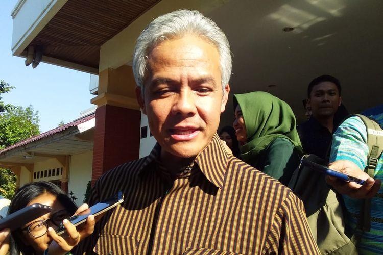 Gubernur Jawa Tengah Ganjar Pranowo saat menghadiri pertemuan di Gedung Prof Soedarto Undip Tembalang, Semarang, Selasa (10/0)