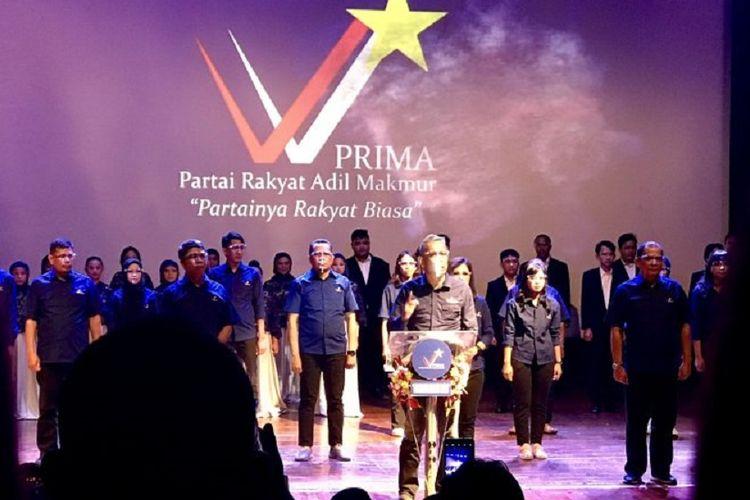 Ketua Umum Partai Adil Rakyat Makmur (PRIMA) Agus Jabo Priyono (tengah) membacakan pidato politiknya saat deklarasi PRIMA di Gedung Perfilman Usmar Ismail, Jakarta, Selasa (1/6/2021).