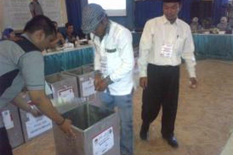 Rekapitulsi hasil Pilgub Jawa Timut di Kabupaten Sumenep, dimenangkan pasangan BerkaH.