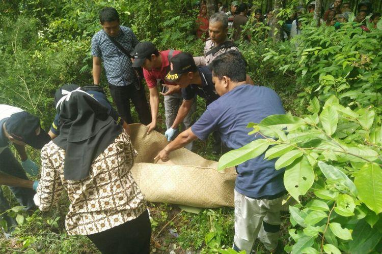 Seorang gadis berhijab ditemukan tewasdi kawasan hutan jati wilayah Desa Wulung, Kecamatan Randublatung, Kabupaten Blora, Jawa Tengah, Jumat (16/2/2018) pagi.