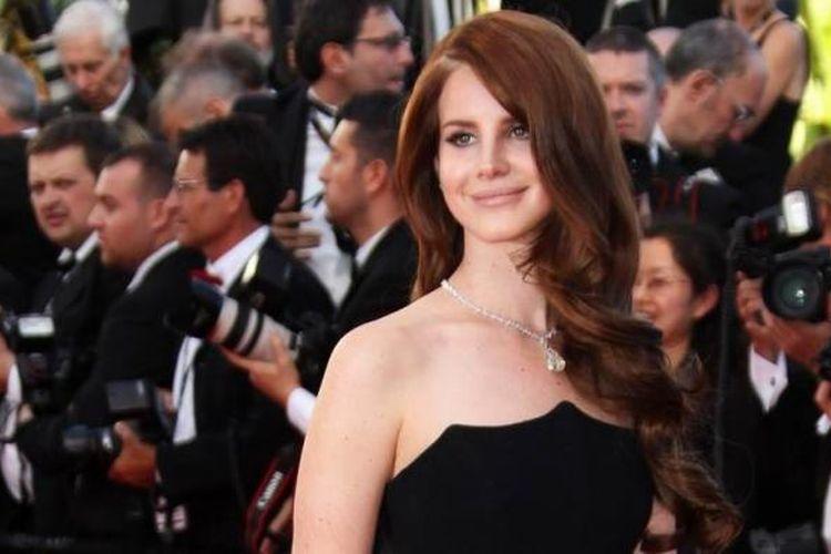 Lana Del Rey hadir pada acara pembukaan Festival Film Cannes 2012, di Palais des Festival, 16 Mei 2012.
