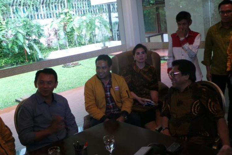 Calon gubernur DKI Jakarta Basuki Tjahaja Purnama (Ahok) bersama Ketua Umum Partai Hanura Oesman Sapta Odang, di Jalan Denpasar, Kuningan, Jakarta Selatan, Rabu (1/2/2017).