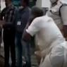 Pria 71 Tahun Dihukum Polisi India karena Buka Warung Sayur di Saat Lockdown