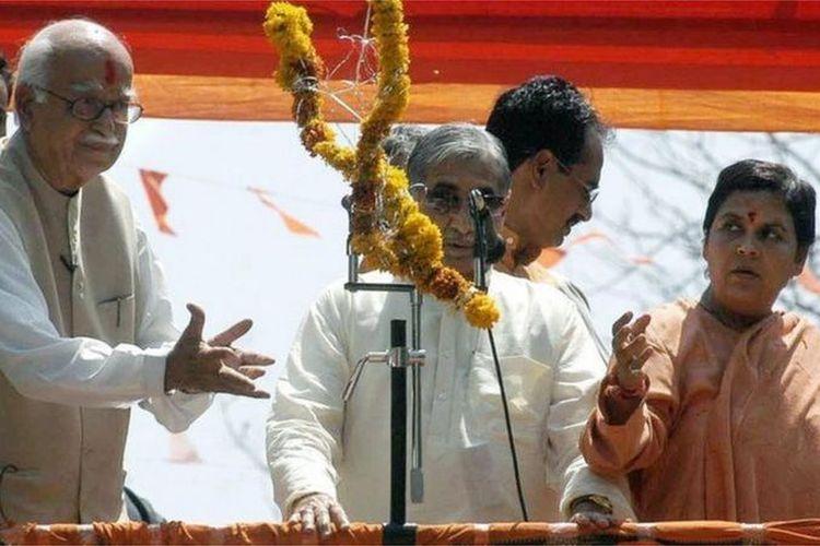 Lal Krishna Advani (kiri) dan Uma Bharti (kanan) berurusan dengan pengadilan selama bertahun-tahun.