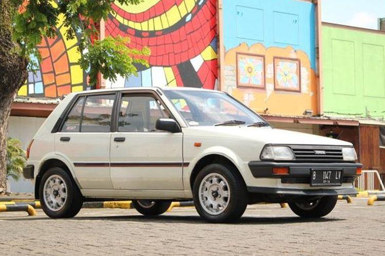 Ilustrasi Toyota Starlet Kotak