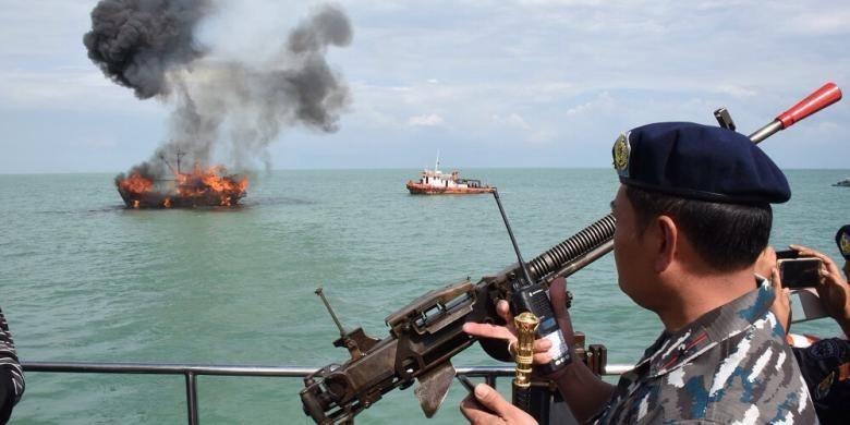 Penenggelaman kapal KFH 1868, kapal pencuri ikan berbendera Malaysia yang berukuran 85 GT.  Pemusnahan dilakukan oleh LANTAMAL I Belawan.