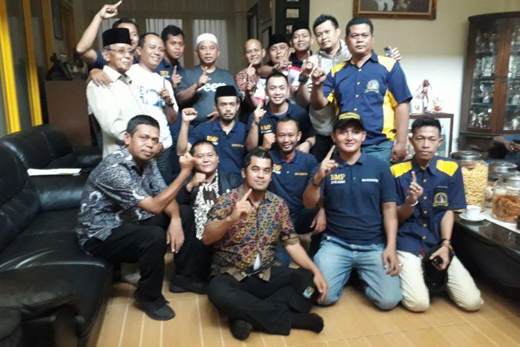 Rahmat Effendi bersama para relawannya sehari setelah Pilkada Walikota Bekasi 2018 pada Kamis (28/06/2017).