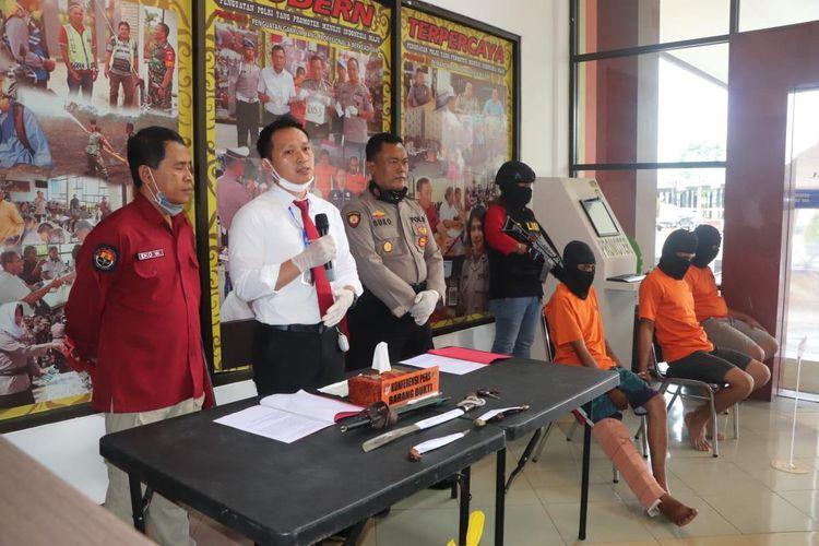 Kasat Reskrim Polresta Samarinda, Kompol Damus Asa saat memberi keterangan pers di Mapolresta Samarinda, Senin (30/3/2020).
