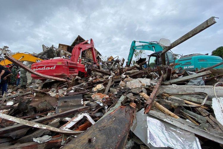 Ruined buildings in the wake of the earthquake in Majene Regency, Sulawesi
