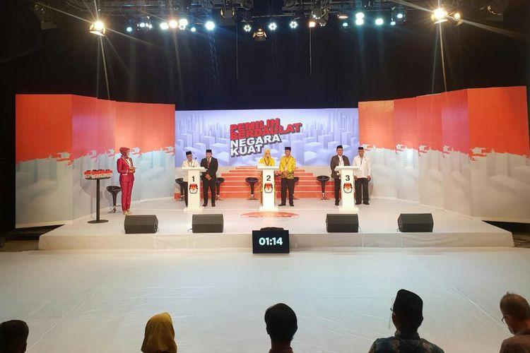 Suasana debat perdana Pilkada Tanah Bumbu yang dilangsungkan di Studio 2 TVRI Kalsel pada, Selasa (14/11/2020) malam.