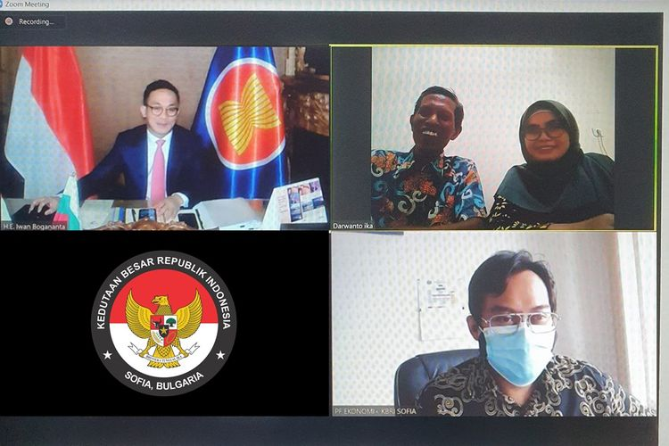 Duta Besar RI untuk Bulgaria Iwan Bogananta (pojok kiri atas) menggelar pertemuan virtual dengan UMKM Indonesia.