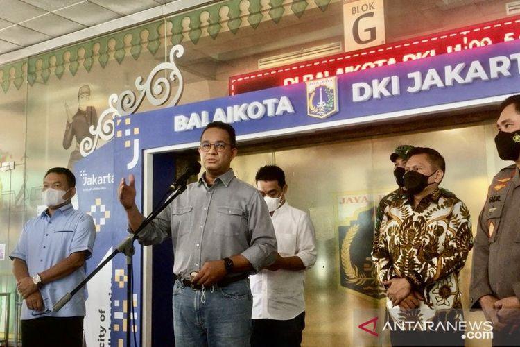 Gubernur DKI Jakarta Anies Baswedan saat menggelar konferensi pers terkait pengetatan arus balik Hari Raya Idul Fitri 1442 Hijriah di Balai Kota DKI Jakarta, Jumat (14/5/2021).