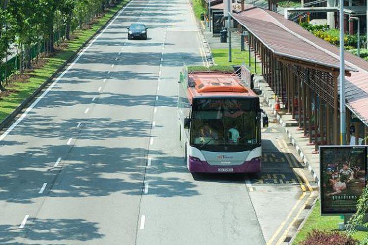 Bus dengan atap hijau