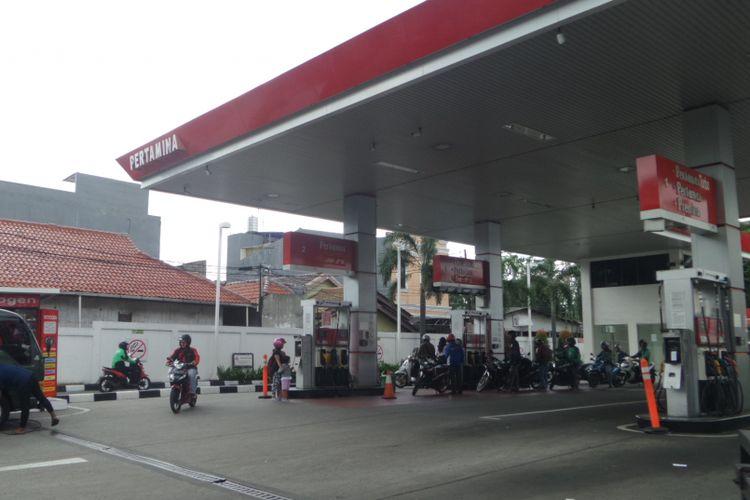 Seorang netizen dalam postingan di media sosial mengeluh saat mengisi bensin di SPBU 34-10604 di Jalan Bungur Besar Raya, Jakarta Pusat. Ia menduga ada kecurangan yang dilakukan pihak manajemen SPBU, Rabu (31/5/2017)