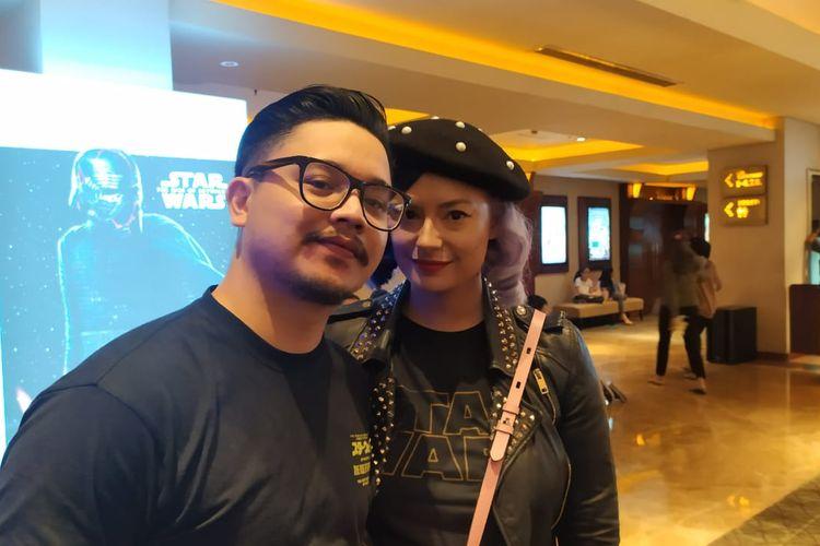 Derby Romero dan istrinya, Claudia Adinda ditemui saat premier film Star Wars: The Rise Of Skywalker di XXI Mall Kelapa Gading, Jakarta Utara, Selasa (17/12/2019).