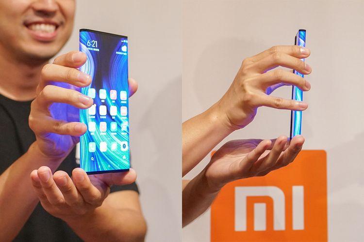 Xiaomi Mi Mix Alpha memiliki layar yang ikut membungkus bagian samping perangkat hingga ke belakang.