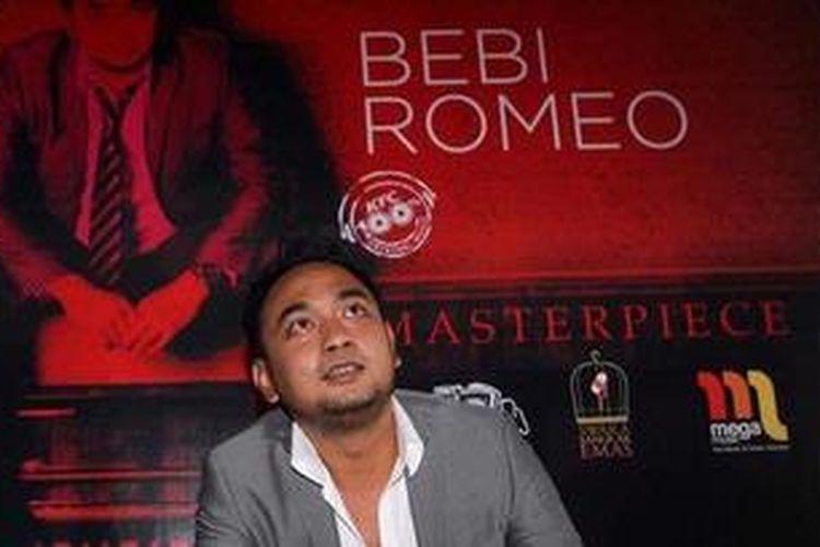 Penyanyi Bebi Romeo meluncurkan  albumnya yang bertajuk Bebi Romeo Masterpiece di Birdcage Cafe, Jakarta Selatan, Selasa (18/12/2012).