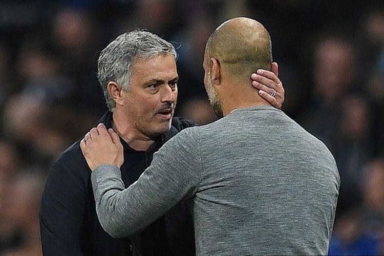 Pelatih Tottenham Hotspur, Jose Mourinho (kiri), bersama juru taktik Man City, Pep Guardiola (kanan).