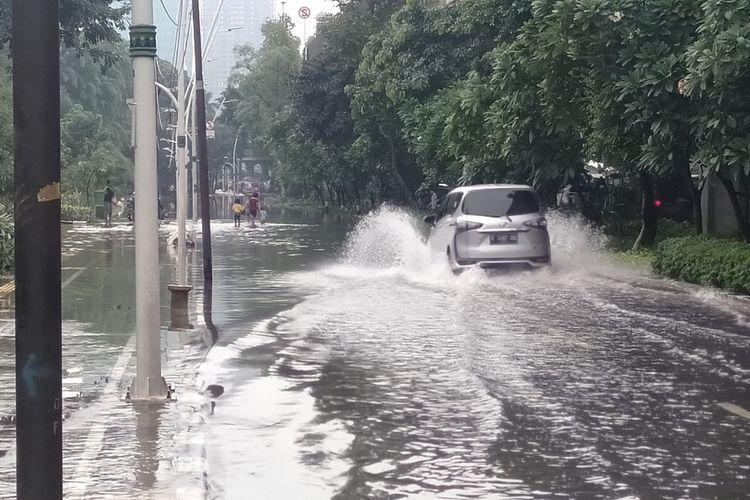 banjir di jalan Jendral Ahmad Yani, Jakarta Pusat, Sabtu (8/2/2020)