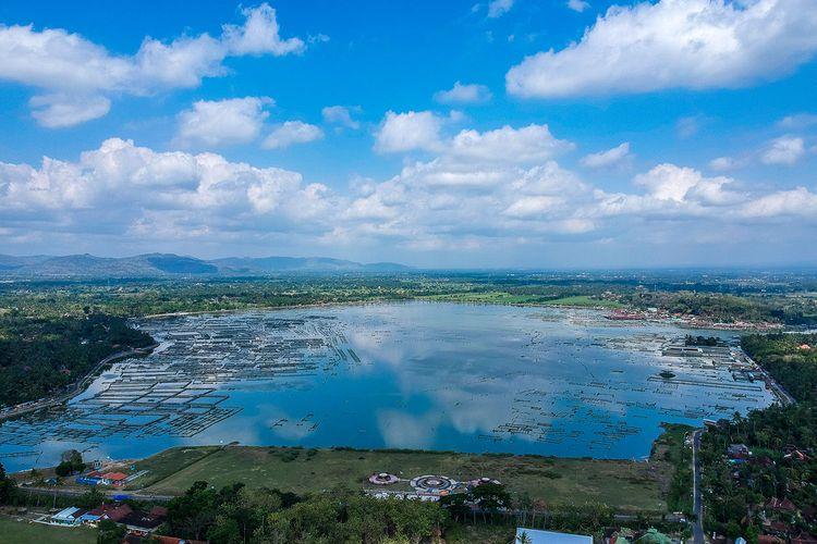 Waduk Rowo Jombor di Kabupaten Klaten, Jawa Tengah.