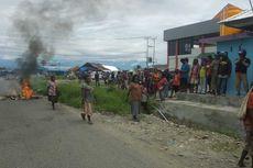 Pedagang Blokade Jalan Masuk ke Pasar Sentral Timika