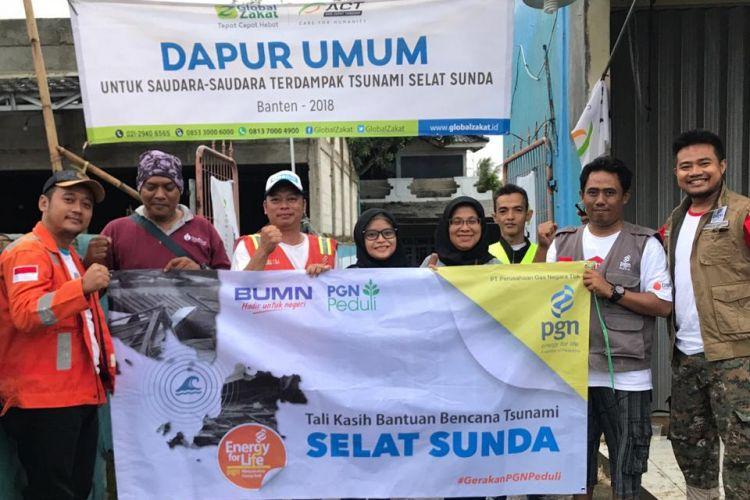 PT. Perusahaan Gas Negara Tbk (PGN) menyalurkan unit mobil sehat dan relawan untuk membantu korban bencana tsunami di Lampung Selatan, Selasa (25/12/18).