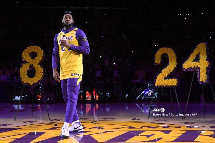 Pebasket NBA, LeBron James, berbicara pada acara penghormatan untuk mendiang Kobe Bryant sebelum laga kontra Portland Trail Blazers di Staples Center, Los Angeles, California, pada 31 Januari 2020.