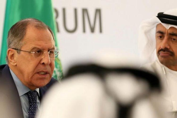 Menlu Uni Emirat Arab Sheikh Abdullah bin Zayed al-Nahyan dalam jumpa pers bersama Menlu Rusia Sergei Lavrov di Abu Dhabi, Rabu (1/2/2017).