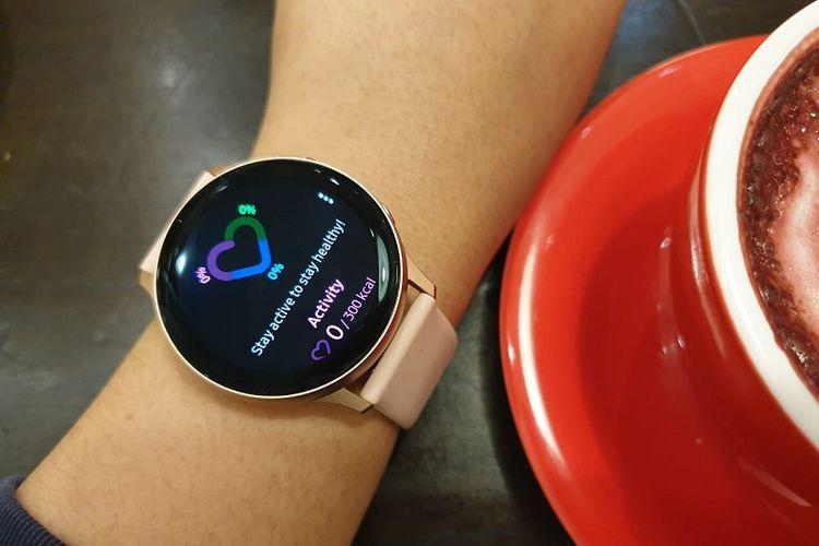 Tidak hanya modis di pergelangan tangan, Galaxy Watch Active 2 juga memiliki fitur untuk memantau kesehatan dan kebugaran.