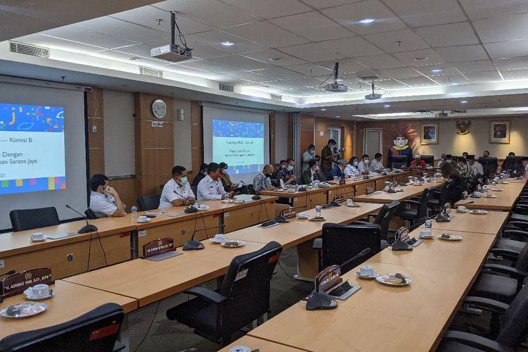 Rapat kerja Komisi B bersama Perumda Pembangunan Sarana Jaya di Gedung DPRD DKI Jakarta, Rabu (31/3/2021)