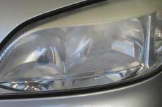 Pahami Penyebab Lampu Mobil Berembun di Musim Hujan